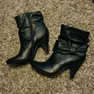 Maurices black bow heel boots